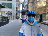 熊猫骑士日记 | 32岁在异国他乡送外卖,他说心中牵挂着华人同胞